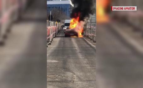 Incendiu de proporții în Capitală. O mașină, cuprinsă de flăcări imense