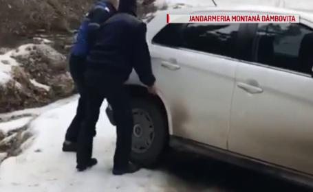 Operațiune de amploare. Turiști, blocați cu mașinile în Bucegi după ce s-au abătut de la drum