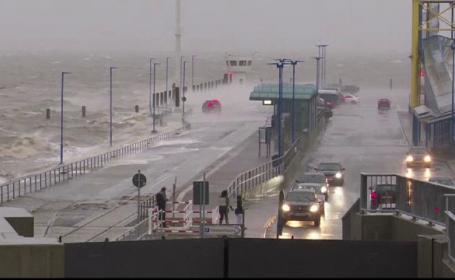Sute de curse aeriene, anulate în vestul Europei, din cauza furtunilor violente