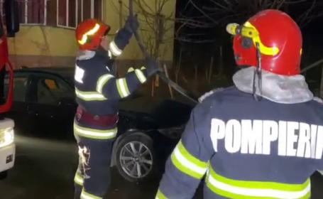 Incendiu la mansarda unui bloc de locuințe din Craiova