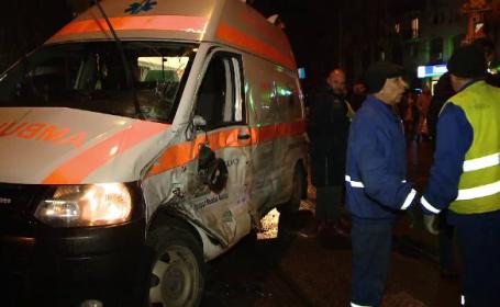 """O ambulanță care transporta o femeie gravidă, izbită de un tramvai: """"Nu știm cine e vinovat"""""""