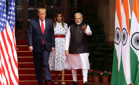 Donald Trump, vizită în India. Măsurile luate de autoritățile indiene: polițiști cu praștii și cartiere sărace ascunse