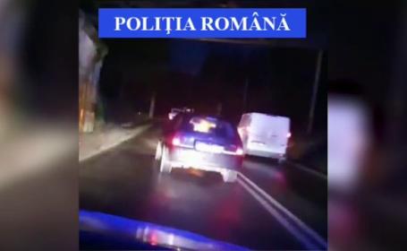 Un tânăr de 26 de ani, beat, a furat o mașină și i-a pus pe jar pe polițiști