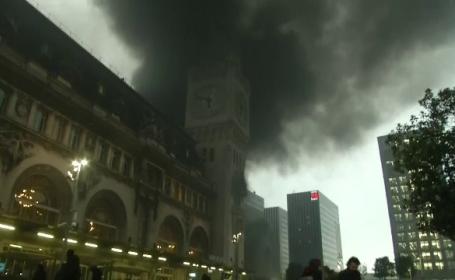 Incendiu de proporții într-o gară din Paris, provocat de protestatari. Ce nemulțumiri au