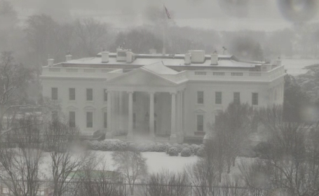 Zăpada și viscolul au pus stăpânire pe nord-estul SUA. Zborurile ar putea fi afectate