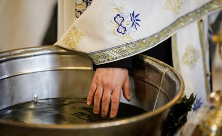 Recomandări pentru botez primite de preoți, în protoieria Curtea de Argeş, după tragedia de la Suceava
