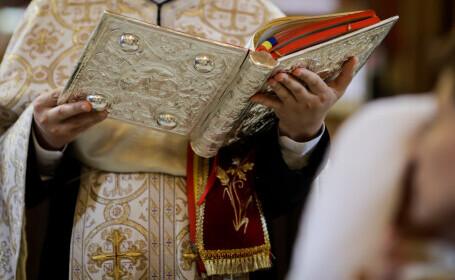 Un preot din Iași a plătit o minoră să facă sex cu un consilier pentru șantaj. A arătat apoi filmarea enoriașilor în biserică