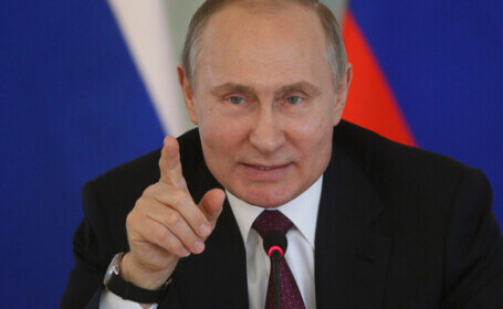 """Vladimir Putin transmite Occidentului să nu """"treacă linia roşie"""" în relaţiile cu Rusia"""