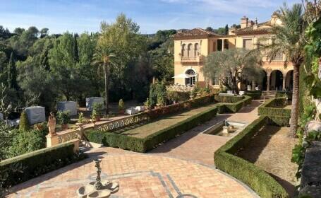Motivul pentru care un bogătaș trebuie să își demoleze palatul de 55 mil. euro din Franța
