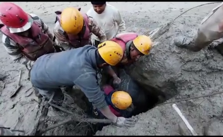 Fragment de ghețar, prăbușit în Himalaya. 18 morți și sute de persoane dispărute