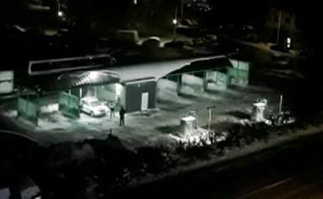O polițistă din Suceava a trezit oamenii la ora 1:00 cu indicațiile prin stație pentru colegul care spăla mașina. Ce a urmat