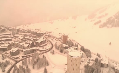 Peisaj demn de planeta Marte. Motivul pentru care zăpada dintr-un sat din Italia a devenit roșie. VIDEO