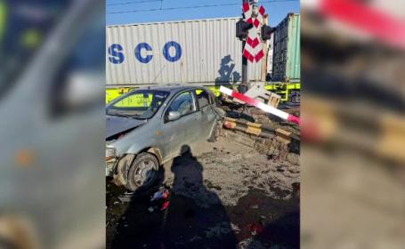 Mașina condusă de o femeie de 67 de ani, izbită de tren în Bacău. Ce a pățit bătrâna
