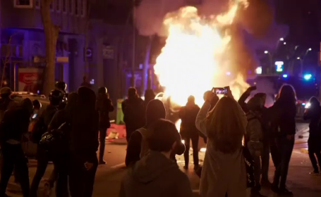 Două nopți de proteste în Spania. Solidaritate cu rapperul condamnat pentru calomnie