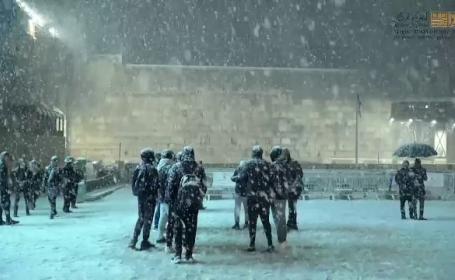 Zăpada a pus stăpânire pe locurile sfinte din Ierusalim. Cum au reacționat localnicii