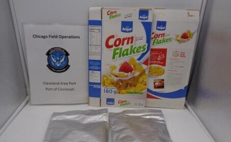 Polițiștii americani au confiscat 20 de kg de fulgi de porumb la vamă. Ce conțineau în loc de zahăr