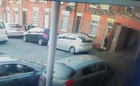 Român din Marea Britanie, atacat în maşină de un bărbat înarmat. Acum o săptămână, un taximetrist român a fost ucis astfel