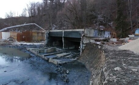 Poluare pe râul Prahova. Un perete al stației de epurare din Sinaia s-a prăbușit în timpul unor lucrări