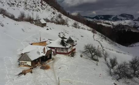 """Realizatorul """"Wild Carpathia"""" s-a mutat în România. Ce a reușit să fac dintr-o casă tradițională din Brașov"""