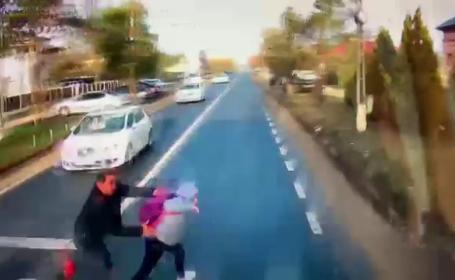 Fetiță de 11 ani, ucisă de un TIR în Dâmbovița, pe trecerea de pietoni. Copila fugea cu tatăl ei de mână