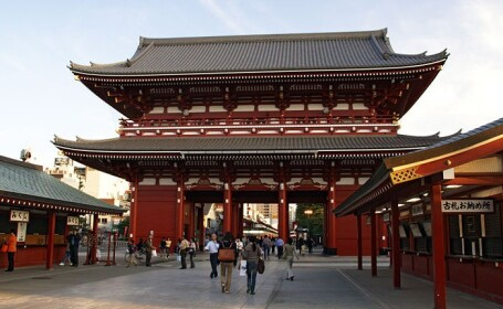 Criza financiara ii readuce pe japonezi in temple
