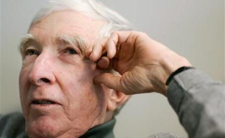 John Updike, celebrul scriitor american, a murit de cancer pulmonar