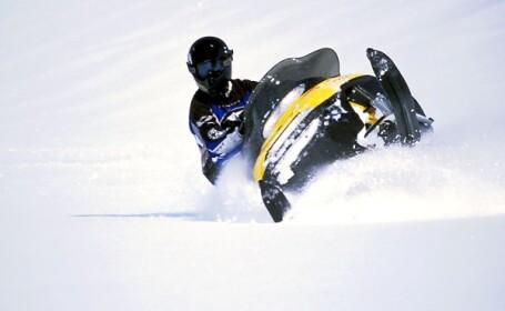 Sporturi extreme la Sibiu! Pilotii de snowmobile au sarit de pe trambuline