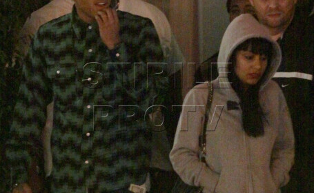 Chris Brown a uitat-o pe Rihanna. Se consoleaza cu o bruneta!