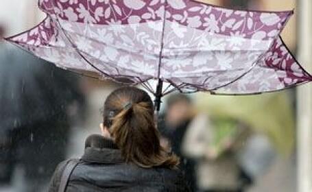 Meteorologii au emis o avertizare de vant puternic in Banat si Crisana. Vantul va atinge 70 km/h