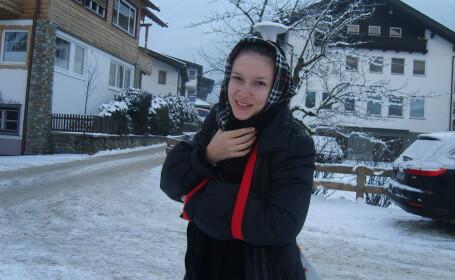 Adela Popescu s-a intors cu mana rupta din vacanta in Austria!