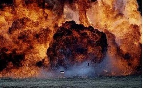 Explozie urmata de incendiu la o fabrica de alcool. Un om grav ranit