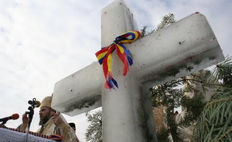 Gerul Bobotezei, pe cale de disparitie. Crucea din gheata, inlocuita cu una din brad. Prognoza meteo