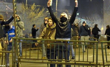 Huliganul care a spart un magazin din Piata Unirii in a-3-a zi de proteste,arestat.Alti 2, eliberati