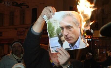 Revolutionarii timisoreni au ars portrete