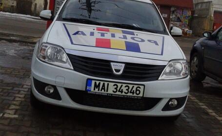 masina politie parcata pe loc rezervat persoanelor cu handicap