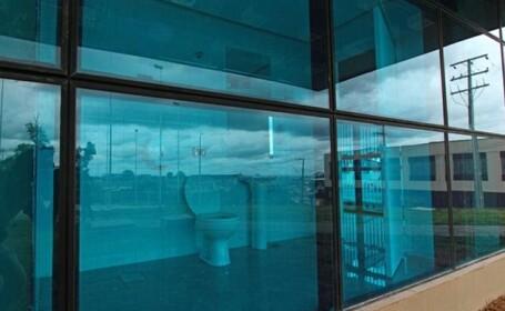 FOTO. Toaleta publica unde nimeni nu ar indrazni sa intre. Totul este la vedere