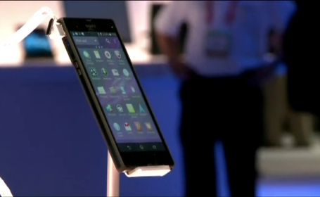 Cele mai ciudate telefoane la CES 2013: unul rezista 15 ani in stand-by, altul e pentru \