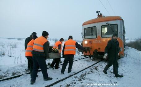Un tren de calatori a deraiat la Fetesti dupa ce a lovit o betoniera