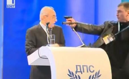 Scene socante la Sofia. Un barbat a vrut sa-l impuste pe liderul istoric al minoritatii turce. VIDEO