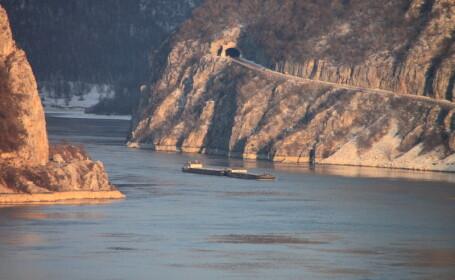 Accident pe Dunare: o barca in care se aflau 10 persoane s-a rasturnat. Un barbat a murit