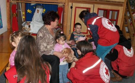 In jur de 1.000 de jucarii au fost donate copiilor de la Centrul Scolar de Educatie Incluziva Sibiu