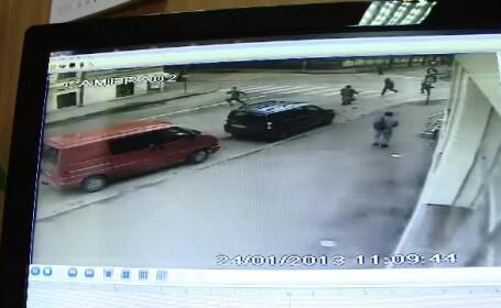 Detinutul care a evadat la Timisoara, prins. Momentul in care reuseste sa fuga de gardieni. VIDEO
