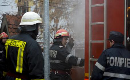 Incendiul puternic din cartierul 23 August din Capitala, care a cuprins doua case, a fost stins