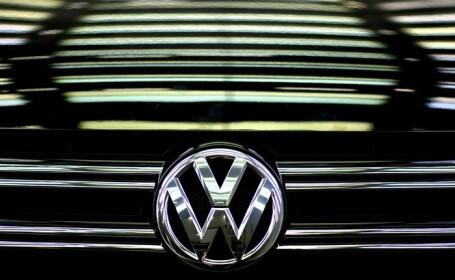 VW ar fi realizat mai multe versiuni ale softului care falsifica testele antipoluare. Der Spiegel: 30 de directori implicati