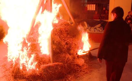 ardere stejar, traditie sarbi