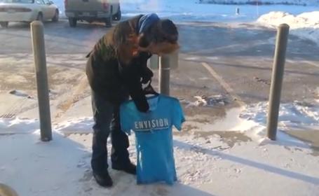 Experiment in SUA: Temperaturile sunt atat de mici incat tricourile ude ingheata aproape instant