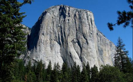 Imaginile care iti taie rasuflarea. Cum incearca doi alpinisti sa escaladeze cel mai mare monolit de granit din lume. FOTO