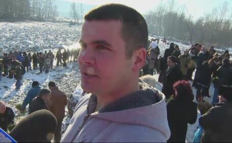 BOBOTEAZA. Povestea tanarului de 28 de ani din Gorj, care a prins pentru a sasea oara consecutiv crucea aruncata in apa