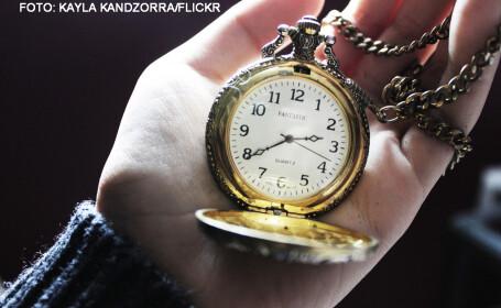 ceas de buzunar in mana