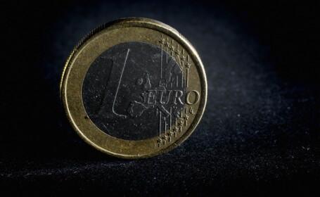 Decizia care pune EURO la pamant. Pentru prima oara in 9 ani, e fata de dolar sub nivelul de la introducerea monedei in 99
